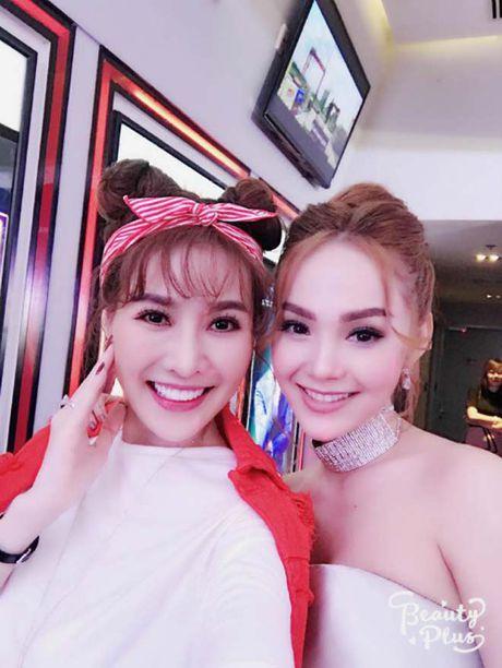 "Sao Viet 24h qua: Thao Trang ""xau la"" vua doi vuong mien vua cho con bu - Anh 14"