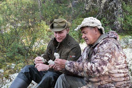 Tong thong Putin lam cong dong mang soi suc khi minh tran cau ca o Siberia - Anh 7