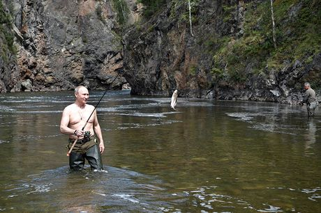 Tong thong Putin coi tran nghi mat tai Siberia - Anh 5