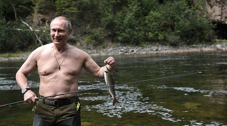 Tong thong Putin coi tran nghi mat tai Siberia - Anh 6
