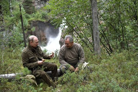 Tong thong Putin coi tran nghi mat tai Siberia - Anh 8