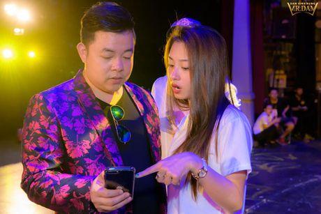 Dam Vinh Hung cat toc trong hau truong vi khong co thoi gian roi - Anh 11