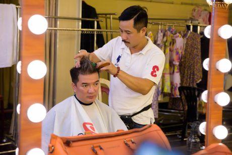 Dam Vinh Hung cat toc trong hau truong vi khong co thoi gian roi - Anh 3