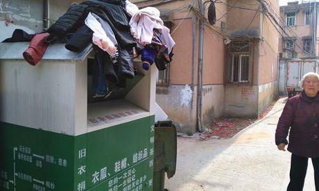 Chuyen that nhu dua: Xin quan ao tu thien roi mang ban - Anh 1