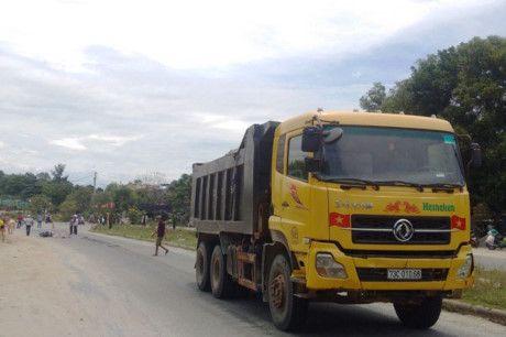 Hue: Co gai bi xe ben can chet khi dang luu thong tren duong Vo Van Kiet - Anh 1