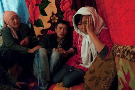 Tuc cuop vo tan bao o Kyrgyzstan - Anh 4