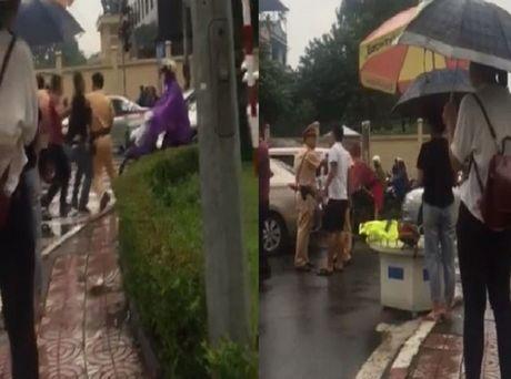 Vi pham giao thong, tai xe o to dung gay hanh hung CSGT - Anh 2