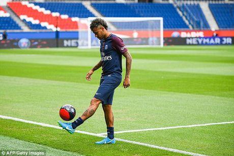 Neymar rang ro trong mau ao Paris SG - Anh 10
