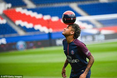 Neymar rang ro trong mau ao Paris SG - Anh 12