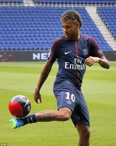 Neymar rang ro trong mau ao Paris SG - Anh 14