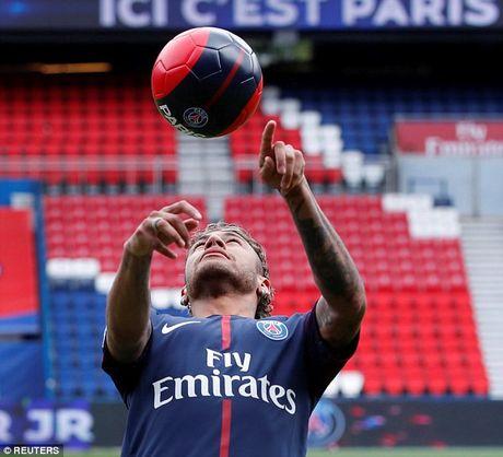 Neymar rang ro trong mau ao Paris SG - Anh 15
