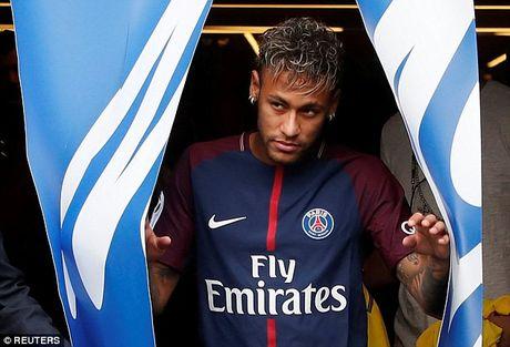 Neymar rang ro trong mau ao Paris SG - Anh 1