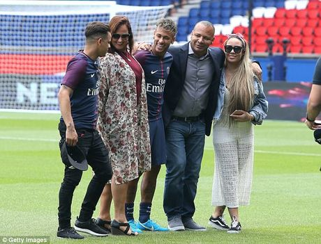 Neymar rang ro trong mau ao Paris SG - Anh 4