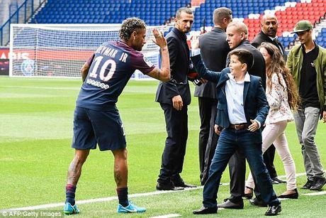 Neymar rang ro trong mau ao Paris SG - Anh 7
