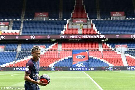 Neymar rang ro trong mau ao Paris SG - Anh 8