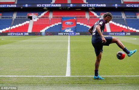 Neymar rang ro trong mau ao Paris SG - Anh 9