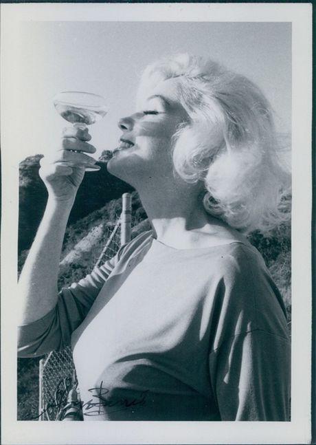Tap chi Vanity Fair bi kien tien trieu USD vi dang anh Marilin Monroe truc loi - Anh 22