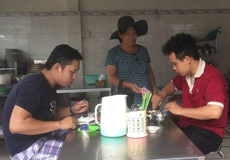 Chuyen doi dam nuoc mat cua nguoi me don than nuoi 11 con - Anh 1