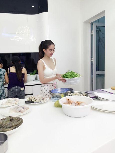 Nga ngua vi muc luong Ngoc Trinh, Hoa hau Thu Hoai tra cho nhan vien - Anh 2