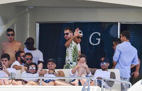 Neymar du hi o Saint Tropez, mung chien cong cua doi nha - Anh 7