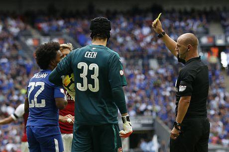HLV Conte noi nong khi duoc hoi ve chinh sach chuyen nhuong cua Chelsea - Anh 2