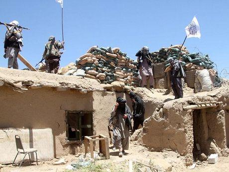 Afghanistan: Khung bo IS, Taliban hop tac sat hai 50 dan thuong - Anh 1