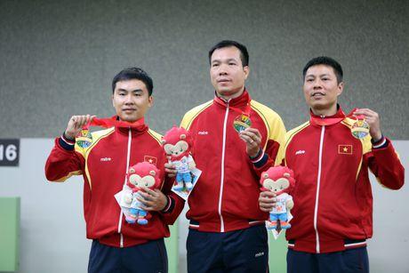 HCV Olympic phai ban bia giay - Anh 1