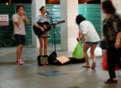 No ro lan song Tay 'ba lo' sang Dong Nam A 'an xin' lay tien di du lich - Anh 2
