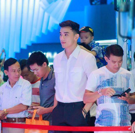 """""""Dien vien ma lum"""" Thuan Nguyen bi nghi ngo dang hen ho sieu mau Khanh Ngoc - Anh 6"""