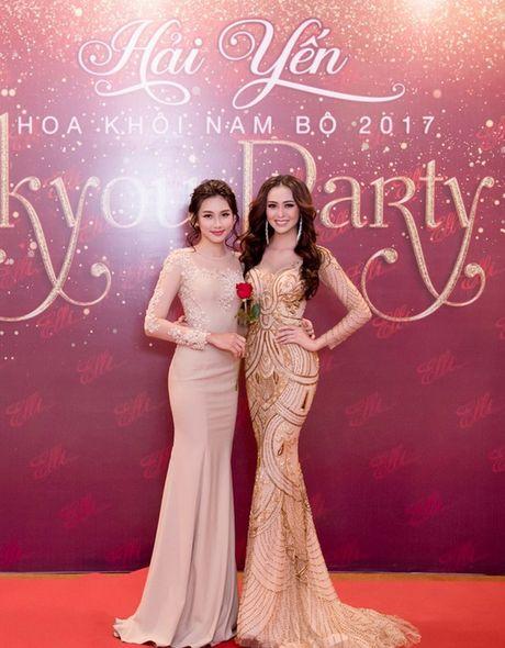 Hoa khoi Nam Bo Hai Yen lien tuc thay vay long lay trong dem tiec - Anh 11