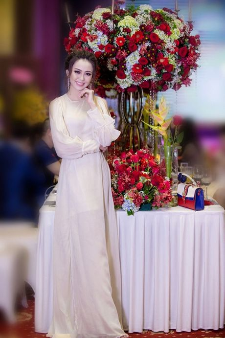 Hoa khoi Nam Bo Hai Yen lien tuc thay vay long lay trong dem tiec - Anh 1