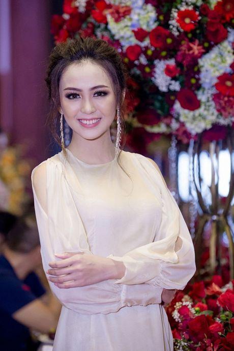 Hoa khoi Nam Bo Hai Yen lien tuc thay vay long lay trong dem tiec - Anh 2
