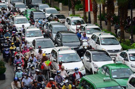Ha Noi dong bo mau xe taxi: Doanh nghiep lo mat thuong hieu - Anh 1