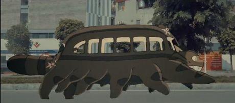Bat ngo cac nhan vat hoat hinh Ghibli do bo khap pho phuong Ha Noi - Anh 1