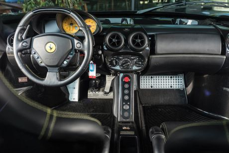 Ngam ve dep bi hiem cua Ferrari Enzo den bong - Anh 3