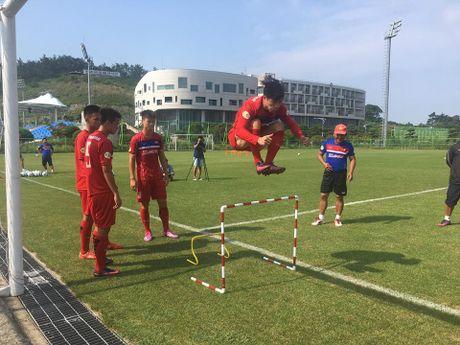 HLV Huu Thang do du, lai lui ngay chot danh sach U22 da SEA Games 29 - Anh 1