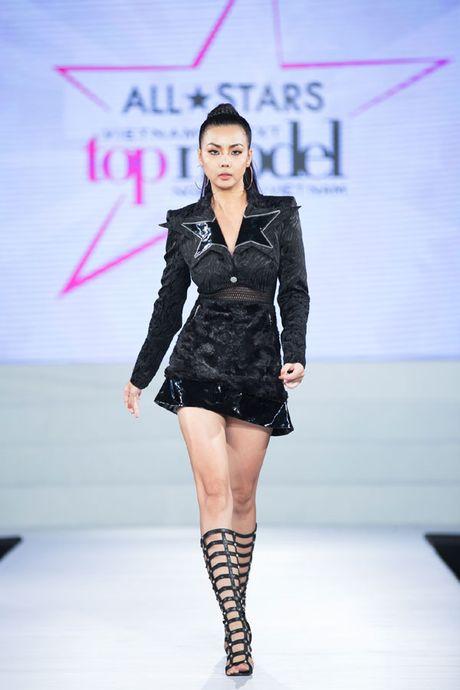 Sieu mau da phong cach nhat Vietnam's next top model 2017 bi loai - Anh 1