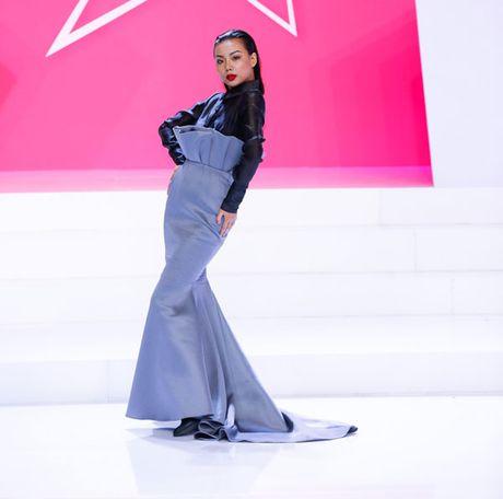 Sieu mau da phong cach nhat Vietnam's next top model 2017 bi loai - Anh 2