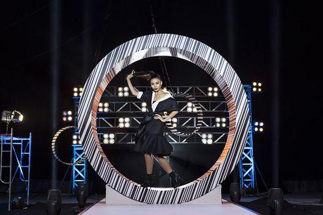 Sieu mau da phong cach nhat Vietnam's next top model 2017 bi loai - Anh 4