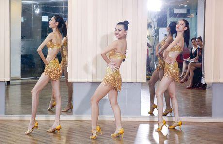 Sieu mau da phong cach nhat Vietnam's next top model 2017 bi loai - Anh 5