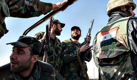 Quan doi Syria dot kich can cu khung bo, IS khon don o Raqqa - Anh 1