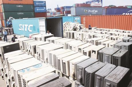 Da tim duoc duoc hon 50 container trong so 213 chiec bien mat - Anh 1
