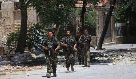 Quan doi Syria xong vao thanh tri IS, danh sap phong tac chien o Raqqa - Anh 1