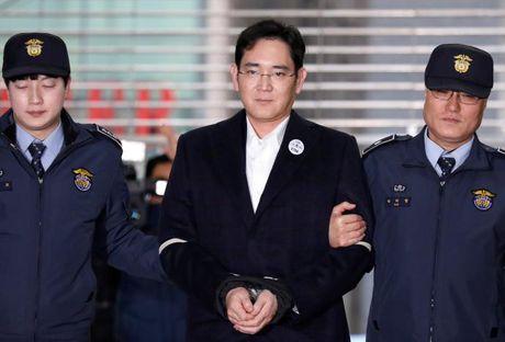 Pho Chu tich Samsung Lee Jae-Yong bi de nghi 12 nam tu - Anh 1