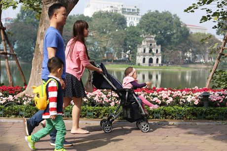 Ha Noi se to chuc khong gian di bo Ho Guom theo mua - Anh 1