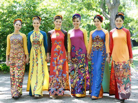 Ao dai trong long nguoi Viet xa xu - Anh 1