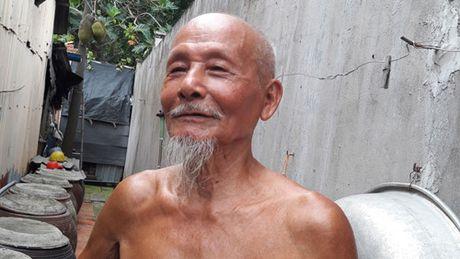 Cu ong 80 'khoe nhu luc si' chat cui, xach nuoc den trai trang phai ghen ty - Anh 4