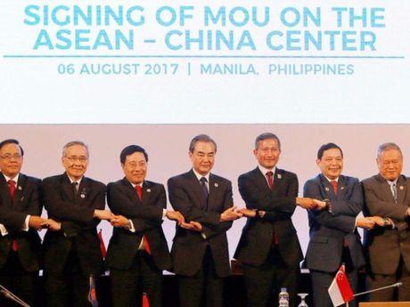 ASEAN ra tuyen bo chung phan doi quan su hoa bien Dong - Anh 1