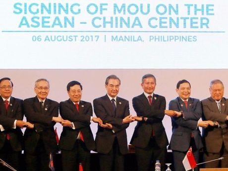 ASEAN ra tuyen bo chung phan doi quan su hoa bien Dong - Anh 2