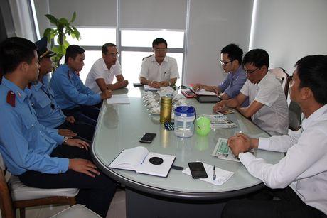 Phat 2 trieu, sa thai tai xe taxi 'chem' 700.000 dong cho 6km duong - Anh 1